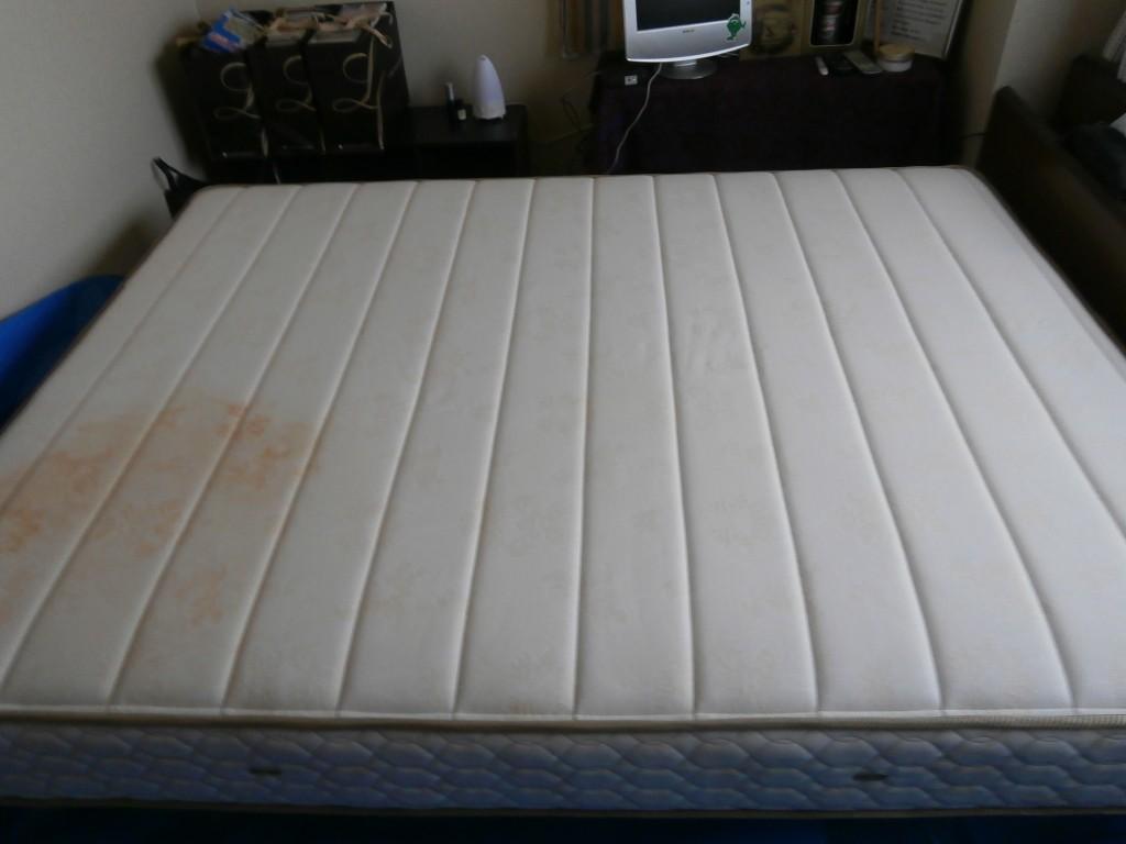 ベッドマットレスクリーニング施工前